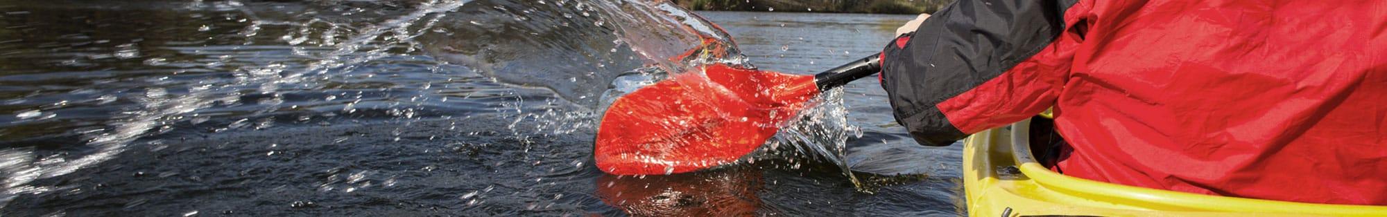 kayak splashing paddle